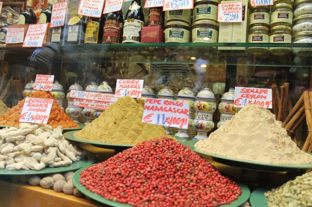 rialto-market-venice-travelanyway