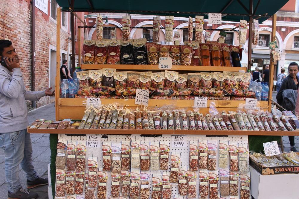 venice-spices-realto-market-travelanyway