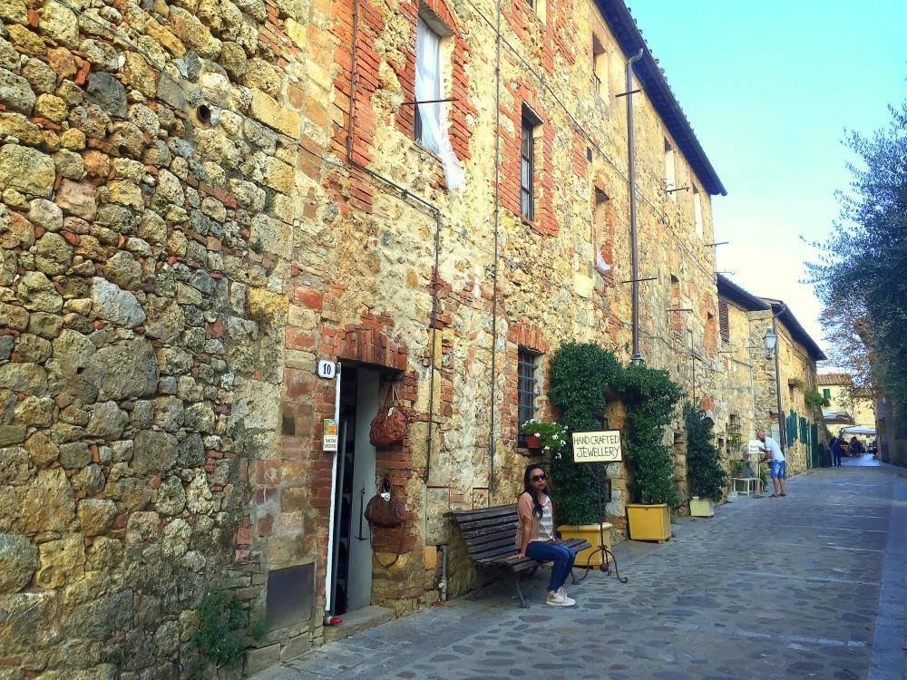 castello-monterriogioni-2-travelanyway