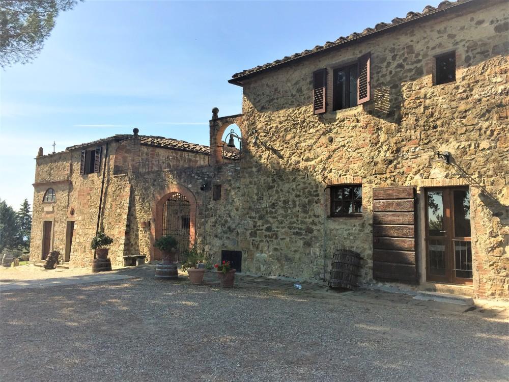 chianti-hills-tuscany-travelanyway