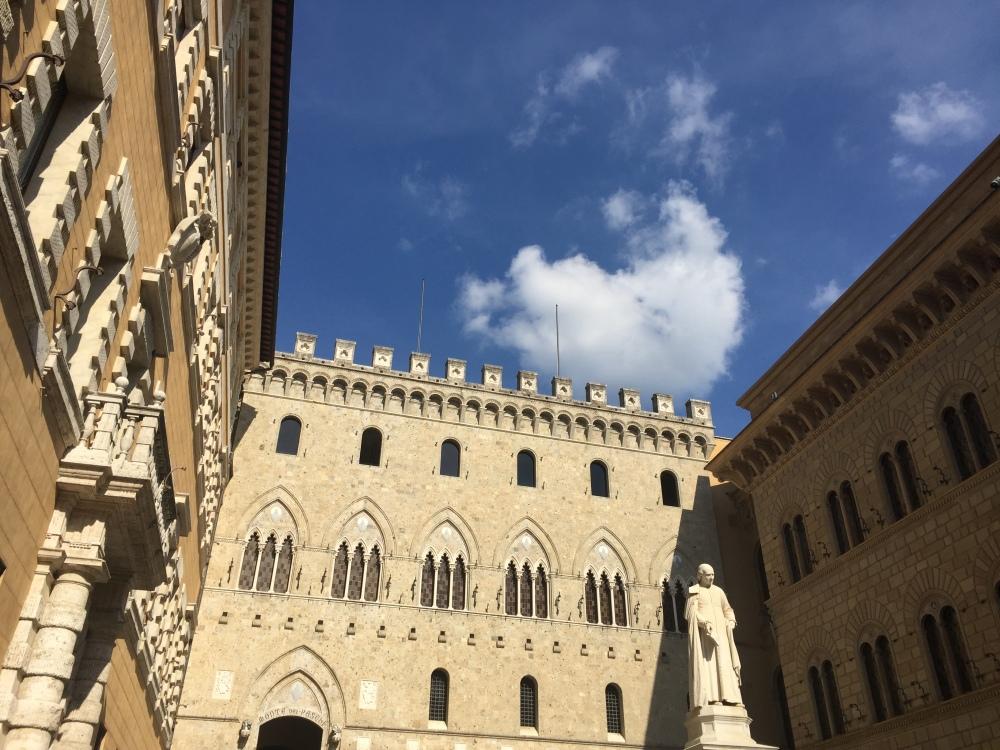 palazzo-salimbeni-siena-travelanyway
