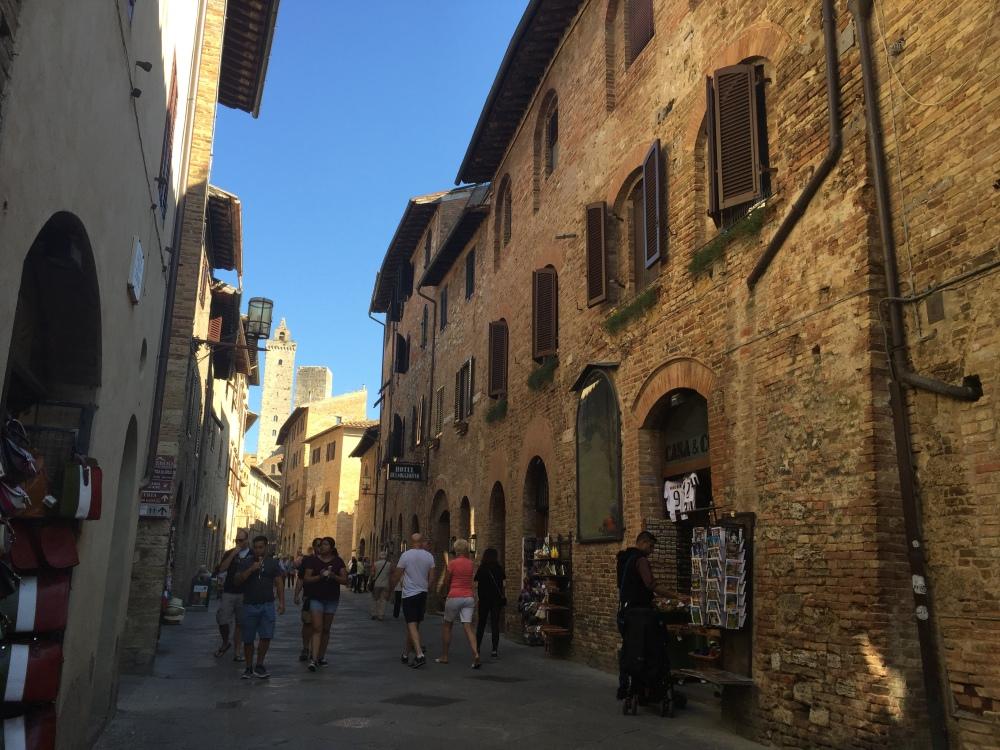 san-gimignano-4-street-travelanyway