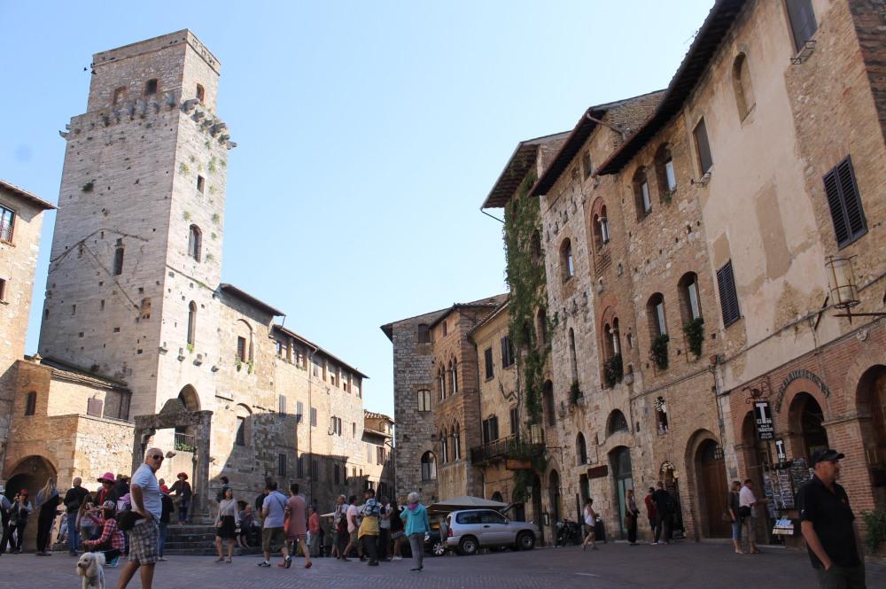 san-gimignano-center-travelanyway