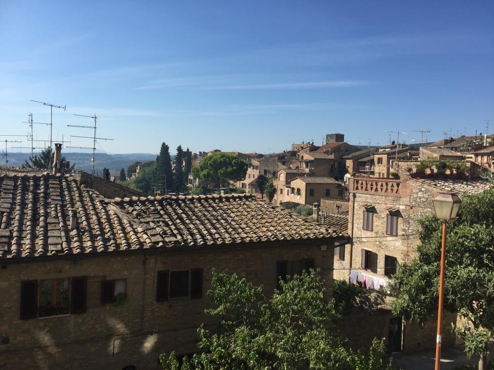 san-gimignano-roof-travelanyway