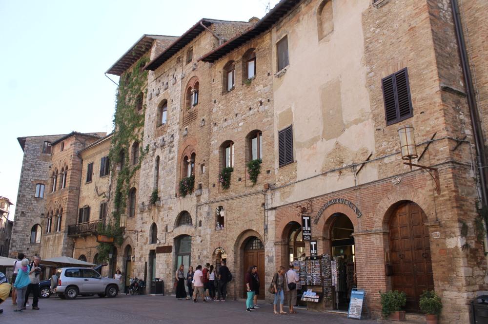 san-gimignano-tuscany-2-travelanyway