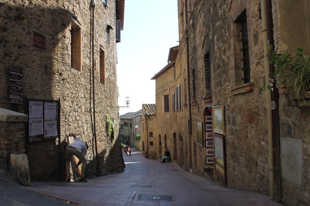 san-gimignano-tuscany-travelanyway