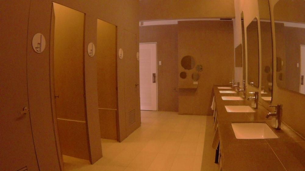 Spin Hostel Toilet El Nido Palawan TravelAnyway