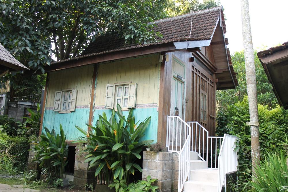 Canggu JungleRoom Bali AirBnB Riverview Room Travelanyway