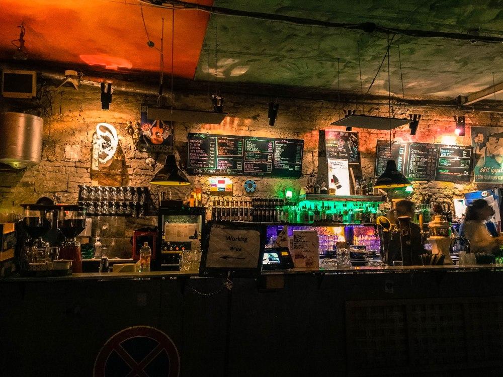 Szimpla Kert Budapest Ruin Pub Hungary Travelanyway (2)